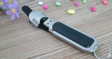 Memoria USB en cuero y metal
