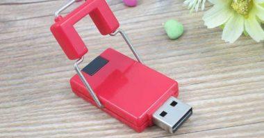 Memoria USB en PVC con tapa giratoria de soporte metálico