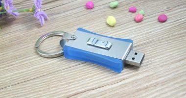 Memoria USB formato llavero, en metal y PVC
