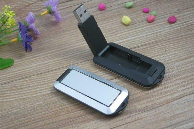 Memoria USB en metal/PVC con cabezal retráctil