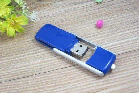 Memoria USB en PVC con tapa articulada