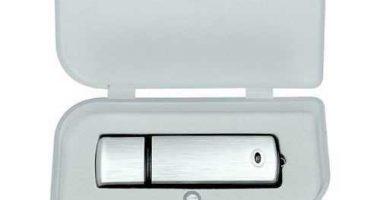 Caja de regalo para memorias USB en PVC con espuma interior troquelada