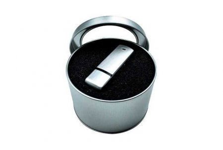 Caja tubular en metal para memorias USB con espuma interior troquelada