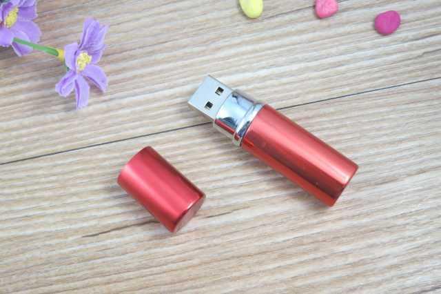 Pendrive USB forma barra pintalabios