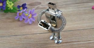 Memoria USB formato robot, metálica, con llavero
