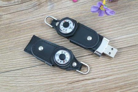 Memoria USB en cuero, con tapa giratoria y termómetro o brújula