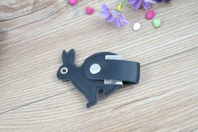 Memoria USB en cuero, con forma de conejo