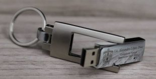 Pendrive USB llavero giratorio metálico