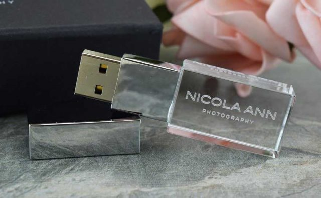 Pendrive USB cristal grabado láser con LED