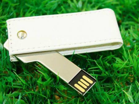 Pendrive USB llave con funda