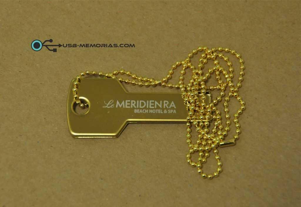 Llave USB dorada Le Meridien con cadena