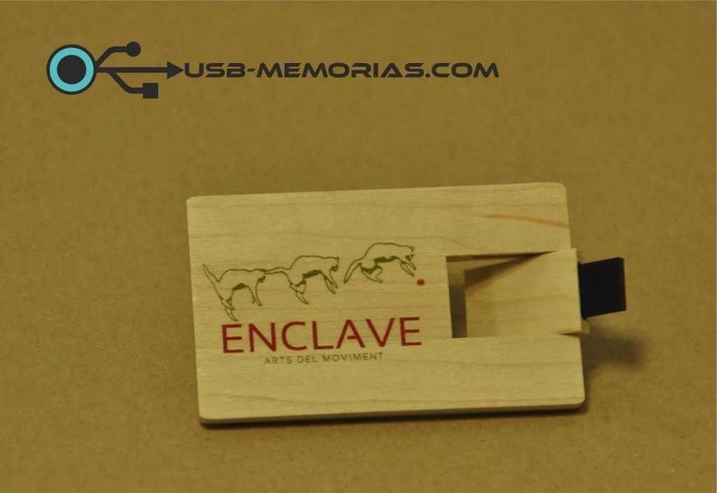 Tarjeta USB en madera