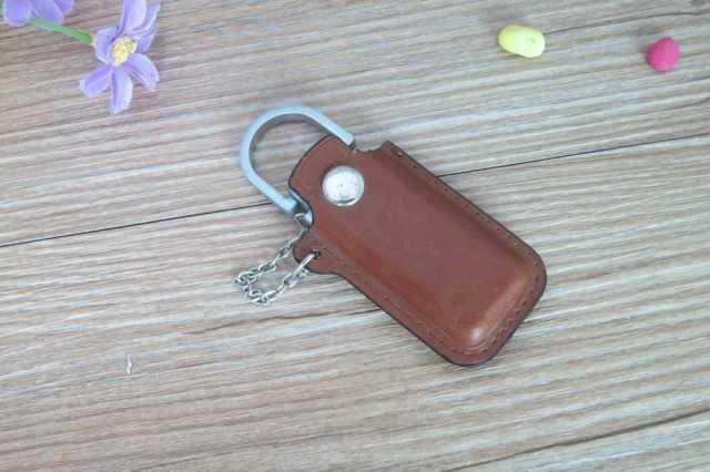 Llavero pendrive USB funda cuero