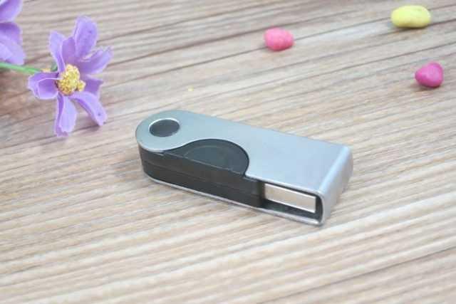 Pendrive USB tapa metal giratoria
