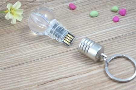 Pendrive memoria USB bombilla