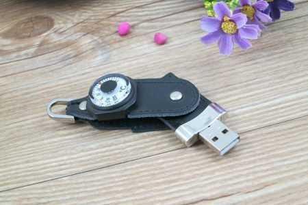 Pendrive memoria USB brujula cuero