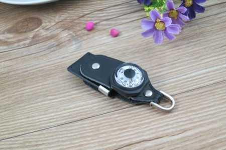 Pendrive cuero memoria USB brujula