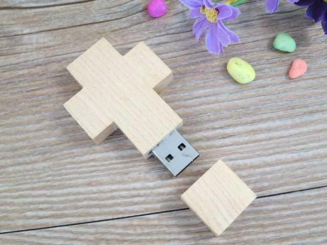 Pendrive memoria USB forma cruz madera