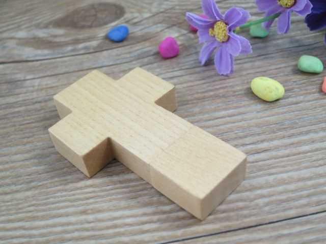 Memoria USB forma cruz pendrive madera