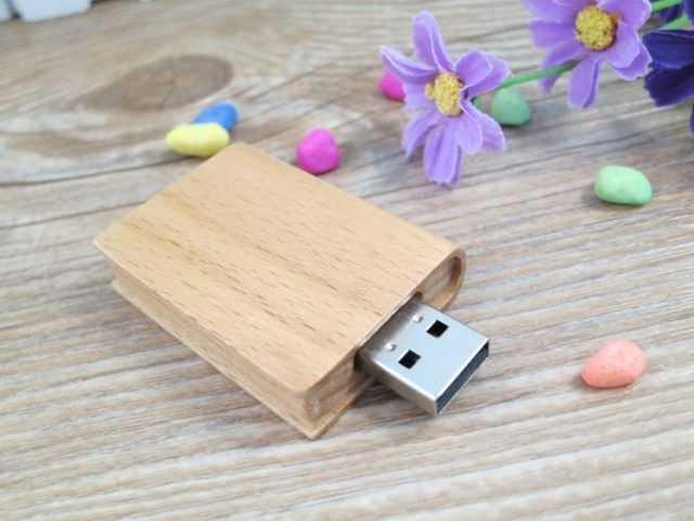 Pendrive memoria USB libro madera