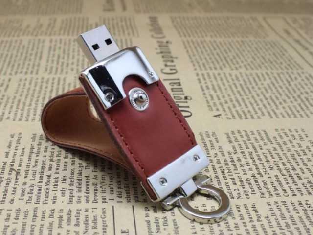 Pendrive USB llavero cuero