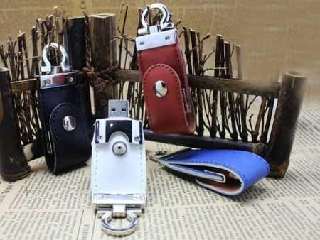 Memoria USB funda cuero llavero pendrive