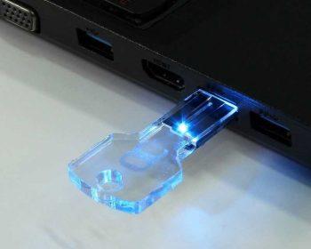 Pendrive USB llave transparente LED