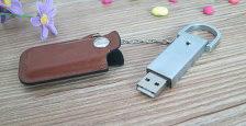 Memoria USB carcasa metálica con funda en cuero de usb-memorias.com