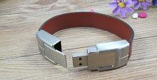 Memoria USB formato pulsera, en cuero y metal, de usb-memorias.com